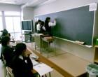数学 黒板に解答を書く