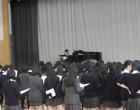 高3 アリーナで卒業式の歌の練習