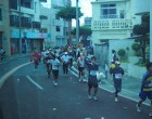 バスの車窓から、マラソン選手が手を振ってくれました