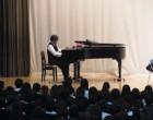 音楽科芝先生の指導でハレルヤの練習