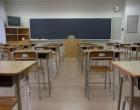 この教室には右上に時計があります