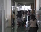教室に入りきれず廊下からの参観